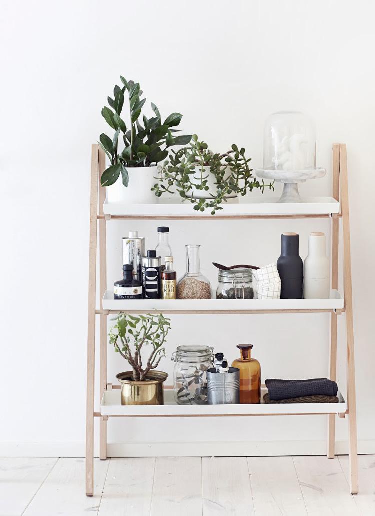 Mensole e mobili bianchi ottime vetrine per i tuoi for Oggetti per la casa economici